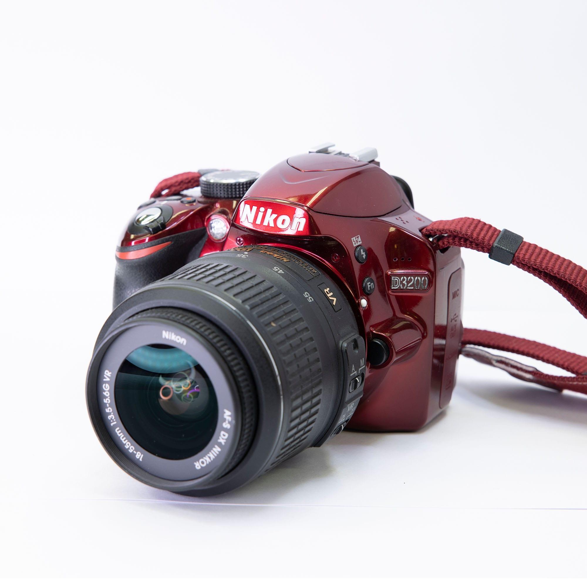 Nikon D3200 Kamerahus Röd + Nikon 18-55 - BEGAGNAT