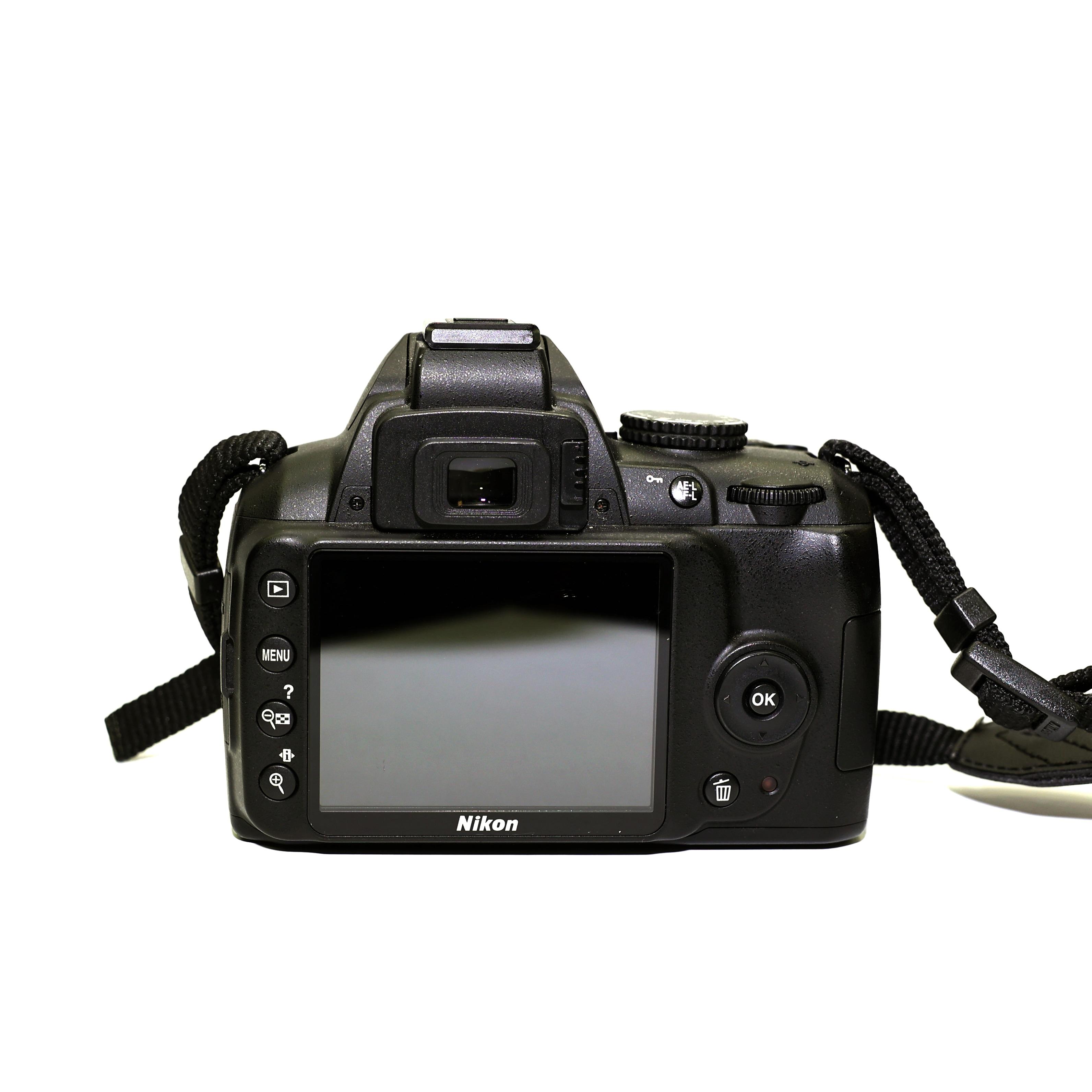 Nikon D3000 + AF-S 18-55mm VR - BEGAGNAT